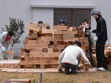 鷹野材木店さんのご協力で集まった建材