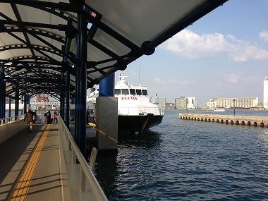 博多港を出発するビートル