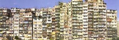 $香港にあったスラム街「九龍城砦」-ビル群
