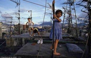 九龍城砦に住む子供